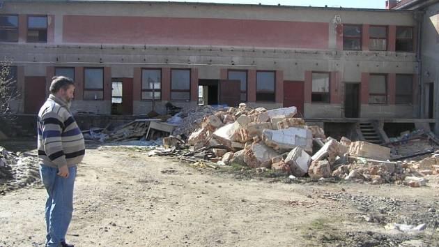 Neuvěřitelné skutkem. Plány starosty Málka na výstavbu zařízení pro seniory místo bývalého JZD jsou odvážné.