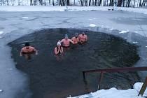 Otužilci z Havlíčkova Brodu se koupou pravidelně v rybníce, nádrži i lomu. Foto: Archiv Otužileckého spolku Ledobroďáci