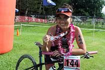 11. MÍSTO. To obsadila Sandra Pytlíková na světovém šampionátu v terénním triatlonu na Havaji.