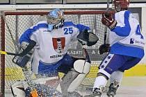 Světelští hokejisté dohrávali utkání v Hlinsku jen s deseti hráči v poli, přesto dokázali urvat dva body za vítězství po  samostatných nájezdech.