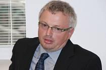 Lékař Václav Peňáz se přiznal, že v březnu 2014 při operaci ledviny zavinil smrt jednapadesátiletého pacienta, který byl navíc jeho bratrancem.