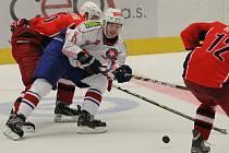 Jako v přípravě. Hokejistům Horácké Slavie (v bílém) se zatím na Rebely daří. V Regionálním poháru je porazili dvakrát a na tato vítězství navázali také ve středu, kdy v Brodě vyhráli 4:2.