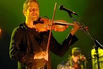 Kouzelné housle. Karel Holas dokáže při koncertech vyloudit ze svých houslí téměř kouzelné melodie, které si okamžitě podmaní každého posluchače.