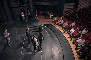 Městské divadlo Brno připravuje reality show AktrŠéf. Lidé se mohou těšit na oblíbence ze souboru divadla i hosta, herce Jiřího Dvořáka. Foto: MdB/Nikol Wetterová