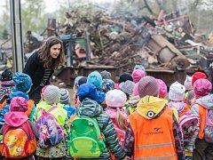 Společnost HBH odpady, s. r. o., se každoročně věnuje také environmentální výchově, provozem projde několik stovek dětí z mateřských a základních škol.