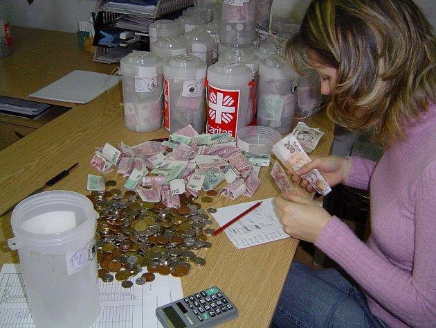 Tříkrálová sbírka. I tak může Oblastní charita v Havlíčkově Brodě získat peníze na některé svoje projekty. S dotacemi od státu je ale letos spokojena.