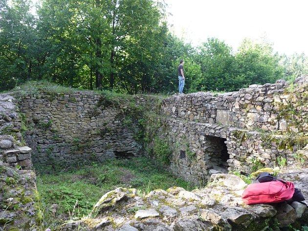 Ronovec býval kdysi mohutným hradem. Již ve 12. století ho postavili Lichtenburkové.