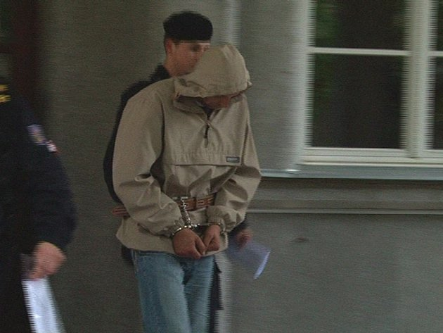 Vazba. Okresní soud v Jihlavě uvalil vazbu na muže, který se pravděpodobně podílel na napadení prodavačky.