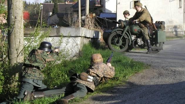 Bitva o zámek. Vrcholem sobotní podívané bude boj mezi partyzány nacisty.