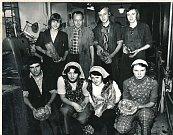Na snímku z roku 1977 je parta brusičů mistra Josefa Polívky.