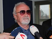 Obviněný Frantšek Lízal byl viny zproštěn. U soudu řekl, že je mu líto obětí, ale i obžalovaných. Ti podle něj před soudem skončili kvůli znaleckému posudku, který byl plný domněnek a spekulací.