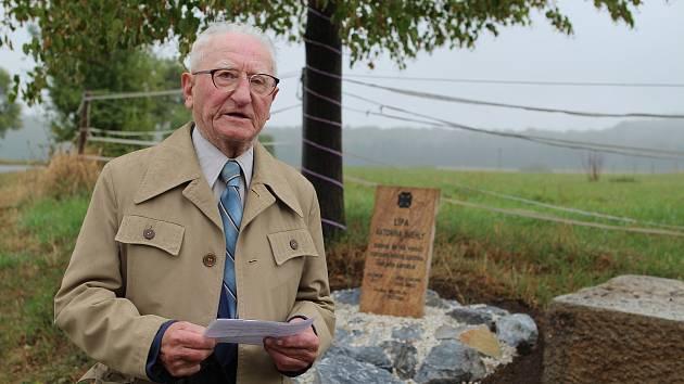Miloslav Růžička před dvěma lety při odhalování památníku ve Vilémově