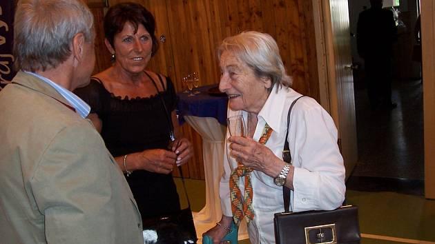 Jarmile to přeju. Mezi gratulanty, kteří přáli Jarmile Kratochvílové k držení světového rekordu nechyběla ani sportovní legenda Dana Zátopková.