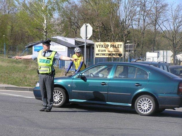 Dostane body? Mnozí řidiči často netuší, kolik bodů vlastně dostali. Policista nemá povinnost jim tuto skutečnost oznámit.