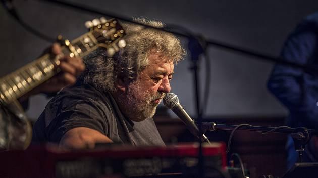 Oskar Petr se svou kapelou vystoupil v Panském domě.