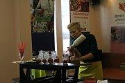 Havlíčkobrodská Obchodní akademie a Hotelová škola hostila první ročník barmanské soutěže. Svou fantazii a kreativitu při přípravě nápojů poměřilo sedm mladých barmanek a barmanů.