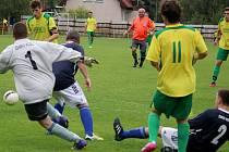 Remízu uhráli v domácím prostředí fotbalisté přibyslavského béčka (ve žlutém) proti exbétřídní Věžnici (1:1). Po sedmi kolech okresního přeboru jsou s deseti body na sedmém místě tabulky.