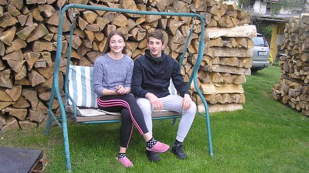 V hasičském sportu Apolena Kasalová vyniká, stejně jako její bratr Prokop.