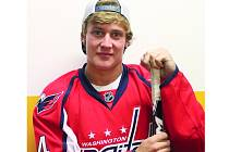 Havlíčkobrodský odchovanec Vít Vaněček bude v NHL krýt záda jedničce Washington Capitals Iljovi Samsonovovi.