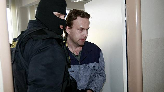 Bývalý zdravotník Petr Zelenka byl odsouzen za závažné zdravotní komplikace, které způsobil pacientům neoprávněným podáním heparinu.