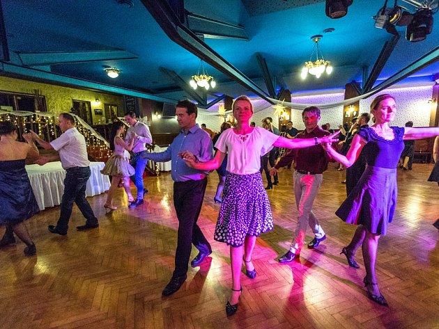 Sálu Panského domu se neřekne jinak než Tančírna. Právě tam bude v neděli pokračovat druhá lekce tanečního cyklu Smím prosit?
