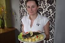 Ani vstřícná servírka Lucie Endrlová z restaurace Rozvoj hostům v polovině října – během Bramborářských dnů – jiné přílohy než bramborové pravděpodobně nepřinese.
