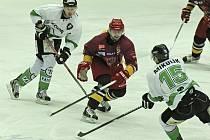 Bez bodu. Porážkou zakončili jihlavští hokejisté sérii těžkých utkání, ve kterých se postupně střetli s prvními třemi týmy tabulky. Vyhrát dokázala Dukla   pouze nad Ústeckými Lvi, na Olomouc a Mladou Boleslav ale byla krátká.
