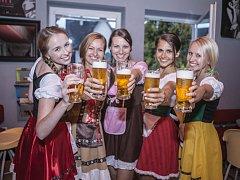 Krásné dívky v tradičních kostýmech – to neodmyslitelně patří k pivnímu festivalu nejenom v Německu.
