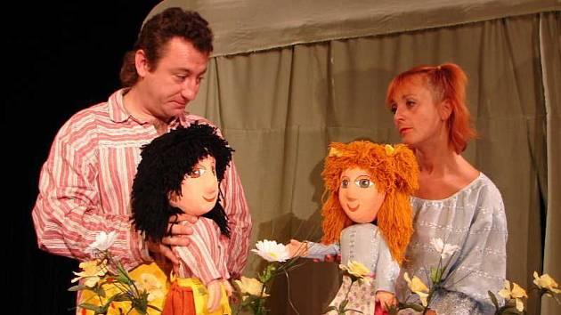 DIVADÝLKO SLAVÍ. Divadýlko Mrak založila Yvona Kršková a Josefem Melenou, vydrželo jim to 25 let.