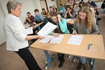 Více než stovka zájemců o studium na gymnáziu si mohla zkusit zkoušky nanečisto.