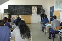 O učení mají zájem. Věděli jste, že ve věznici si mohou ženy nejen dokončit základní a střední školu a udělat maturitu, ale že mají šanci dálkově studovat i vysokou školu?