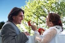 Manželé Křižanovští se brali doma – v Šejdorfském mlýně v Okrouhličce, kde už léta připravují svatby desítkám jiných snoubenců.
