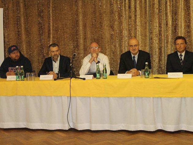 Tisková konference v hotelu Slunce.