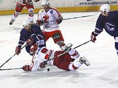 Hokejisté Chotěboře hráli ve druhé lize poslední dva ročníky. Za tu dobu se však výrazně neprosadili, minulou sezonu zachraňovali soutěž až v baráži, letos sice skončili předposlední, několikrát se však ocitli v roli otloukánka v soutěži.