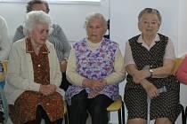 Spokojené stáří. O tom si může v Česku nechat mnoho seniorů dnes jen zdát. Jejich penze jsou tak nízké, že nestačí bez problémů pokrýt veškeré životní náklady. Ilustrační foto