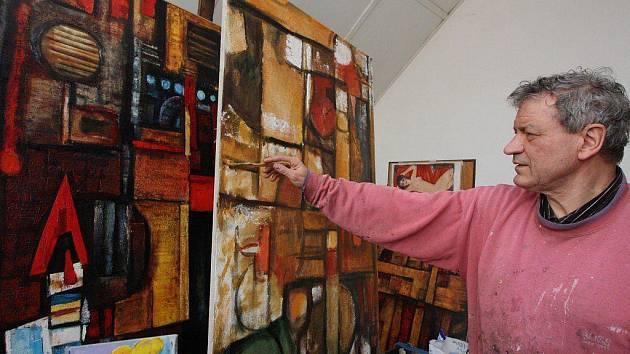 Josef Saska má dvě tvůrčí pracoviště – v Praze se převážně věnuje grafické tvorbě. Ateliér na rodné Vysočině, v Nové Vsi u Světlé nad Sázavou, odkud je snímek, umožňuje bezprostřednější inspirativní kontakt s krajinou.