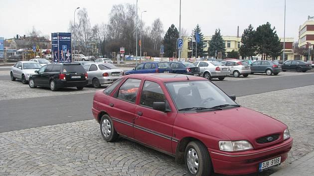 V pracovní dny je parkoviště u průmyslové školy zpoplatněno