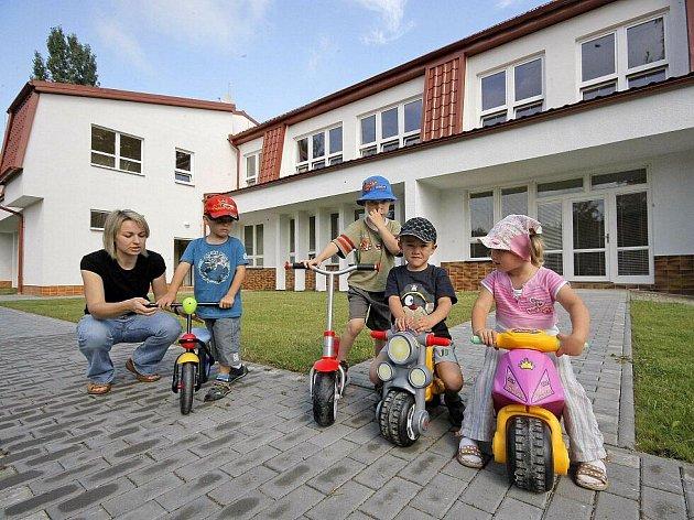 Nová nástavba školky ve Štokách probíhala hlavně kvůli zvýšení kapacity. Zařízení teď už nebude muset odmítat rodiče, kteří zde budou chtít své dítě umístit.
