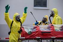 Nácvik postupu IZS při  scénáři, kdy se do nemocnice dostaví pacient s podezřením na hemoragickou horečku Ebola.