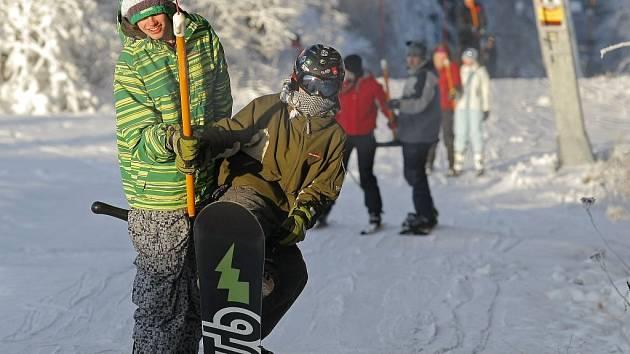 Sjezdovka na Vysoké u Havlíčkova Brodu je zatím v provozu. Zájem je sice malý, ale lyžaři, kteří přijdou, nemusí čekat ve frontě. Ilustrační foto: