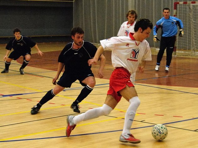 Brodský futsalista Jan Kaplan (u míče) vstřelil proti Havířovu gól, ale Pramen nakonec prohrál 3:7.