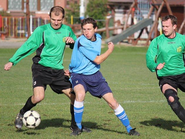 První poločas stačil fotbalistům Lípy k rozhodnutí derby zápasu s Tisem, když při chuti byl střelec Hrdlička.
