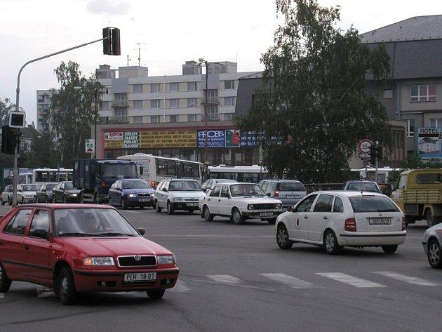 Rušné silnice. Kraj Vysočina je povinen zajistit, aby hladina hluku a vibrací nepřekročila dané limity.