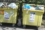 Takový nepořádek v kontejneru na plasty zachytil fotoaparát Deníku u autobusové zastávky za městem Světlá nad Sázavou.