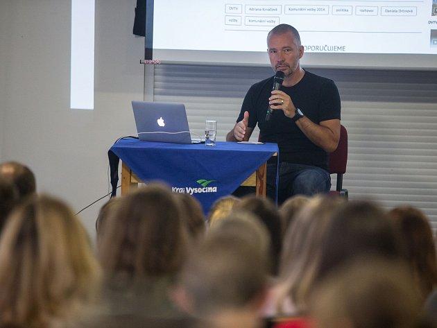 Moderátor Martin Veselovský byl ve čtvrtek hostem Letní žurnalistické školy v Havlíčkově Brodě.