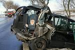 Kamion a dva osobní vozy se střetly u Březovic.