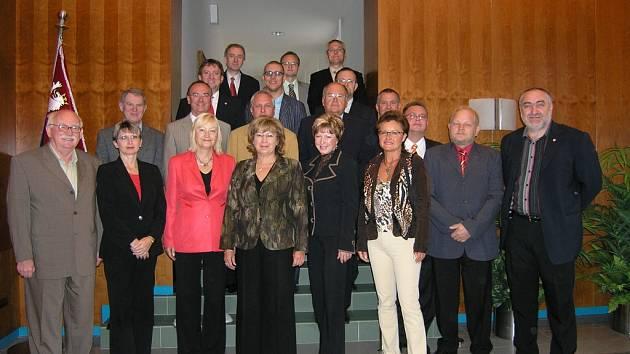Krajští radní se s poslanci a senátory shodli, že výstavba hospice v Chrudimi je prioritou.