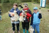 Malí i velcí rybáři o státním svátku závodili v Hošťalovicích.