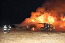 K požáru stohu balíků slámy do Luže směřovalo v úterý 29. července v 0.26 hodin šest hasičských jednotek (Luže, Chrast, Skuteč, Vysoké Mýto, Chrudim, Bělá-Luže).