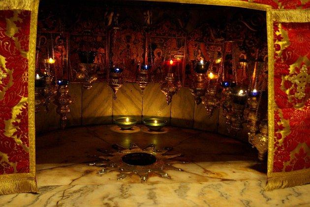 Betlém i s místem Ježíšova narození v jeskyni pod Bazilikou nrození  pár kilometrů od Jeruzaléma už je součástí Palestinské autonomie.